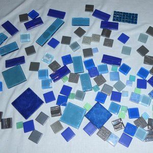SUPER LOT OF 123 GLASS TILES - MOSAIC ARTS & CRAFT